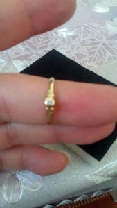 Krásný zlatý prsten s briliantem