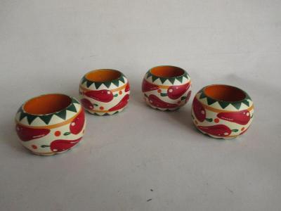 Dřevěné kroužky na ubrousky s obrázky paprik