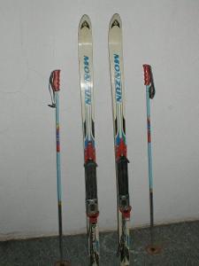Sjezdové lyže Monzun Artis 805 vč. hůlek