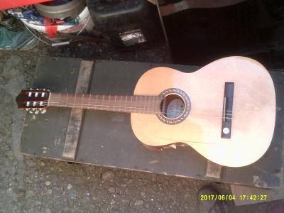 stará kytara pro arte gewa guitars torzo