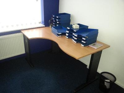 Prodám profi kancelářské stoly, šuplata, skříně jako nové, cena 990/ks