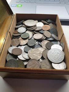 nepřebrané mince i stříbrné.