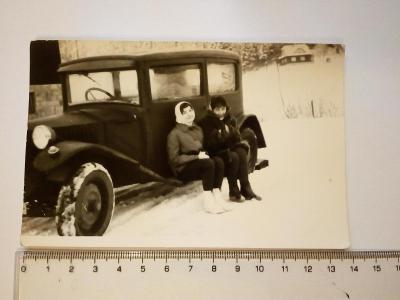 Stará fotografie auto veterán