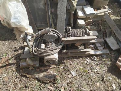 Stavební elektrický vrátek