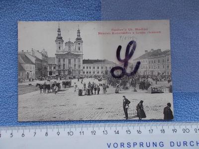 Uherské Hradiště   náměstí  lidé trhy prodej kostel chrám