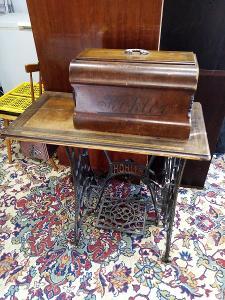 starý šicí stroj KOHLER