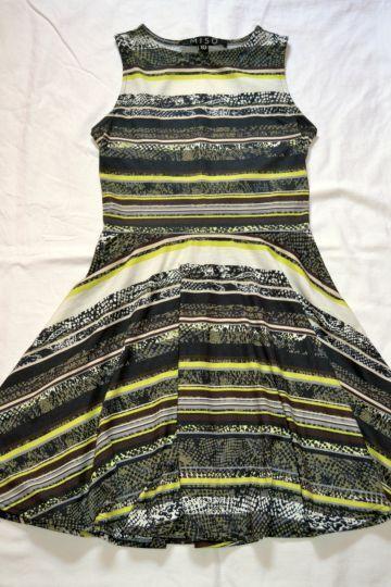 Pěkné vzorované šaty MISO, vel. S