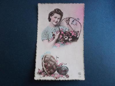 Pohlednice Přání Velikonoce koláž Francie dívka košík květy kraslice