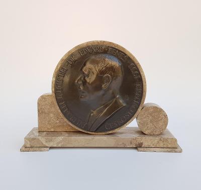 Bronzová plaketa, plastika Edvard Beneš 31 cm.